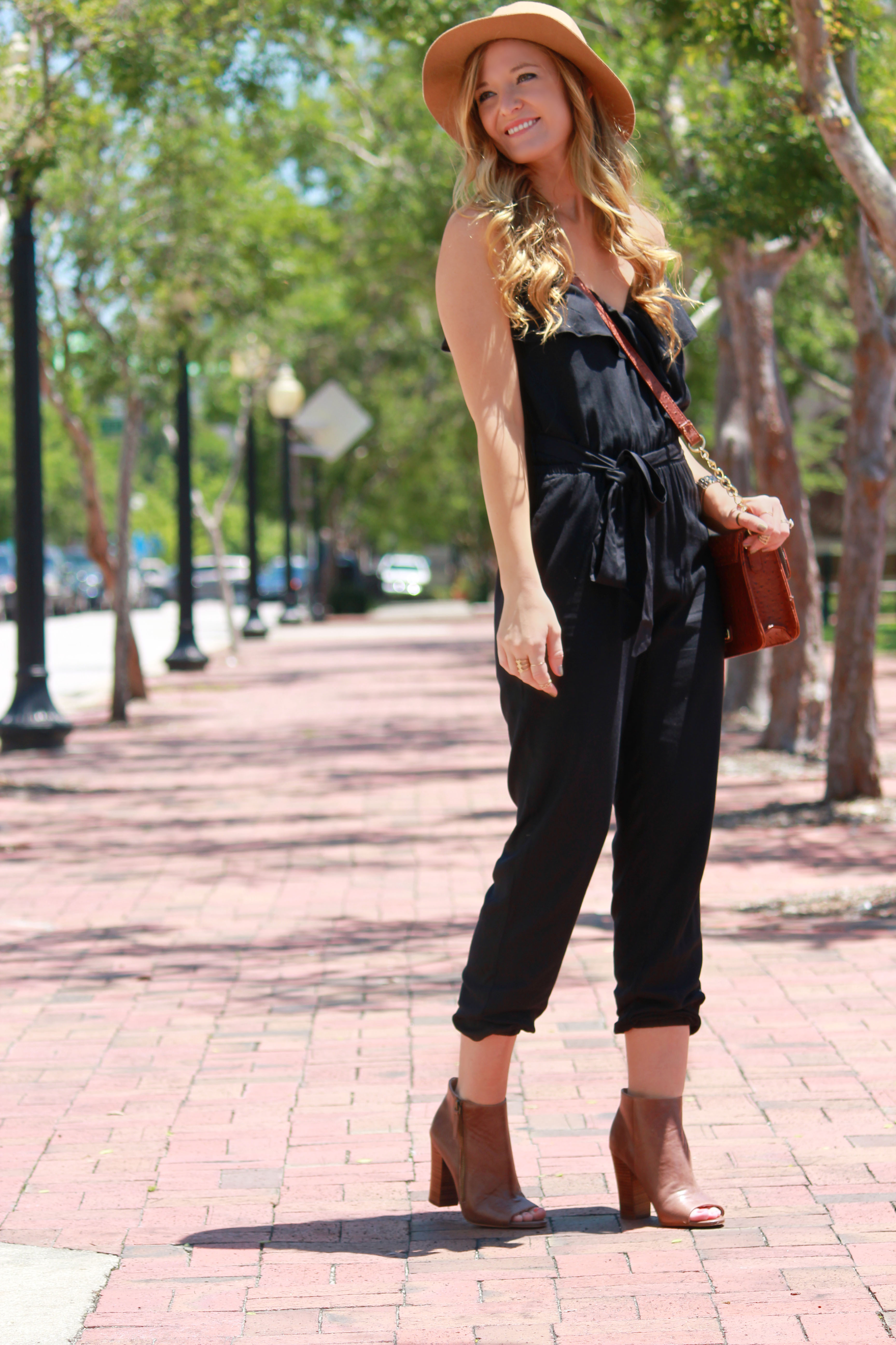 Black and brown outfit, Jumpsuit outfit, romper outfit, american eagle romper, american eagle jumpsuite, dsw booties, dsw boots