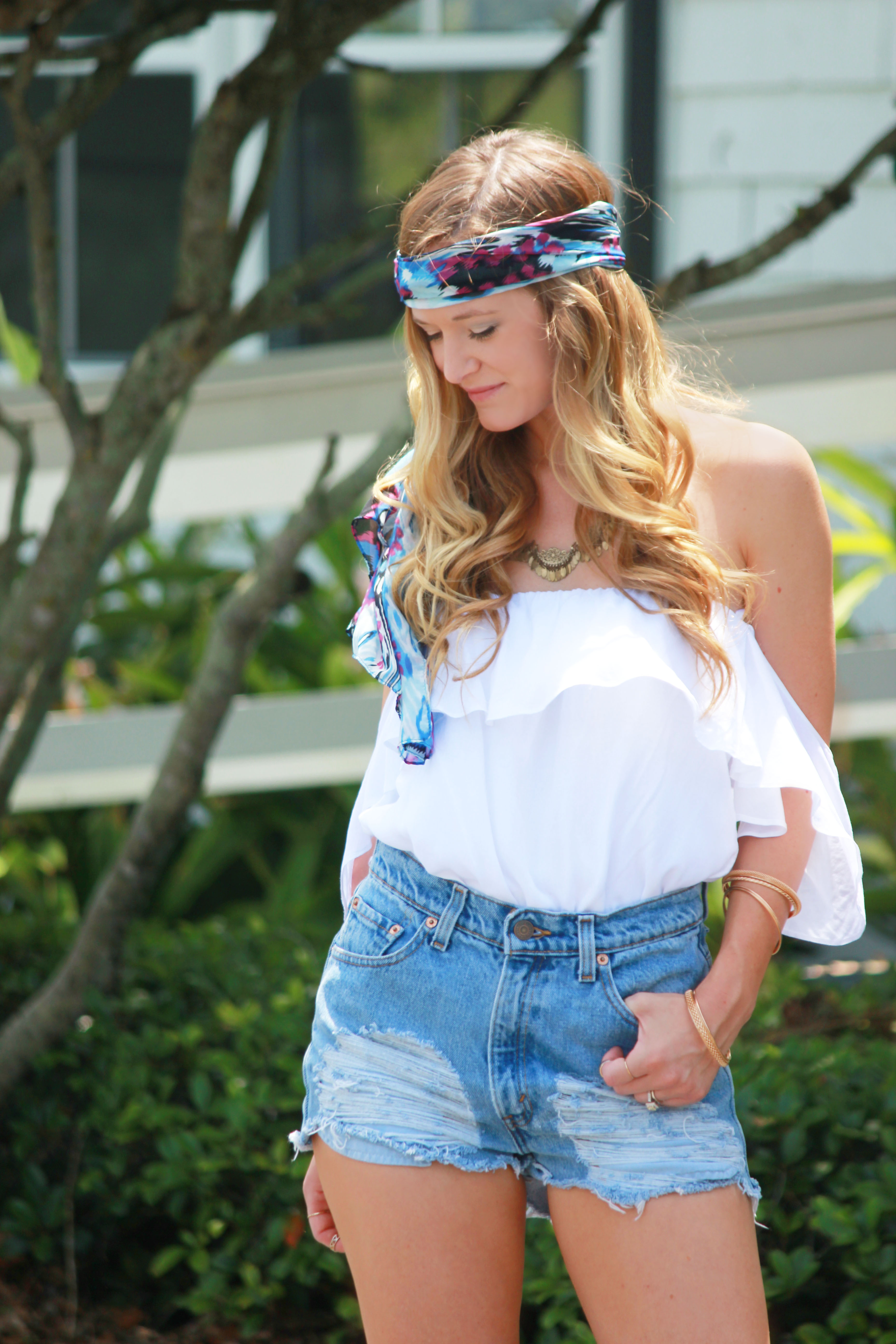boho chic outfit, sophie and trey, ruffle blouse, urban outfitters shorts, charlotte russe sandals, spring outfit, boho outfit, head scarf