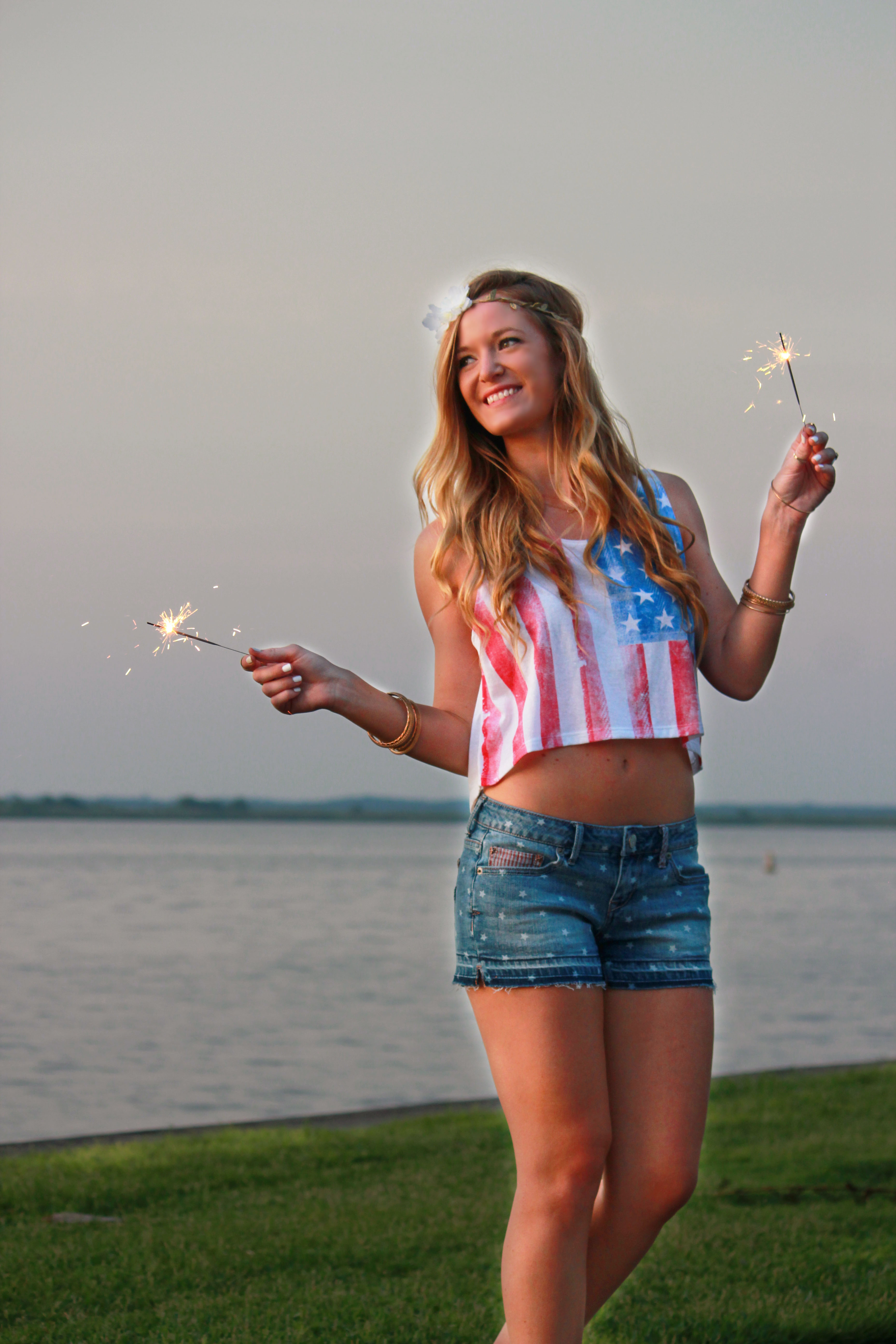 4th of july outfit, aeropostale top, aeropostalr shorts, gianni bini sandals, flower crown, summer outfit, sparkler picture