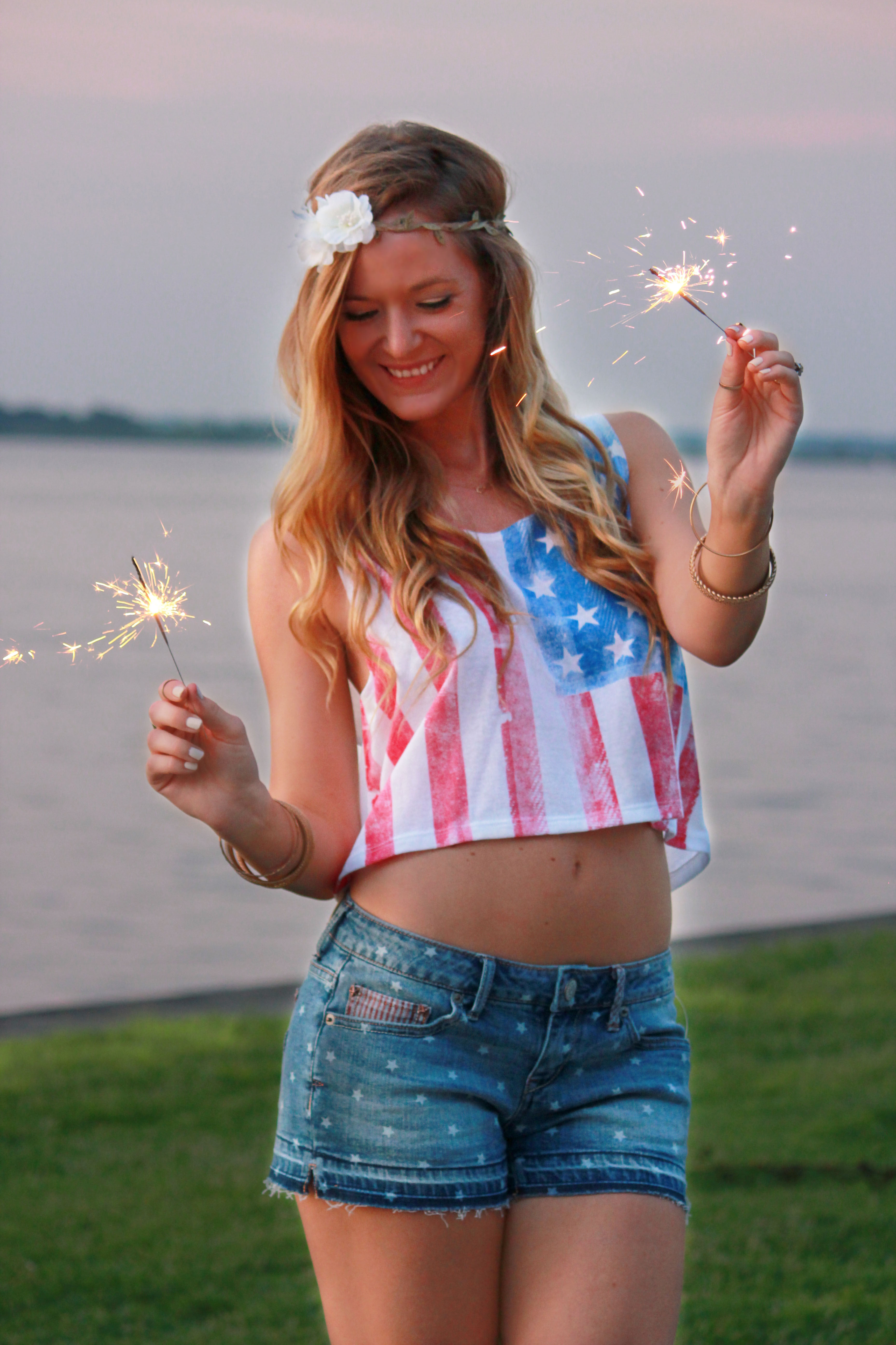 4th of july outfit, aeropostale top, aeropostalr shorts, gianni bini sandals, flower crown, summer outfit, sparkler photo