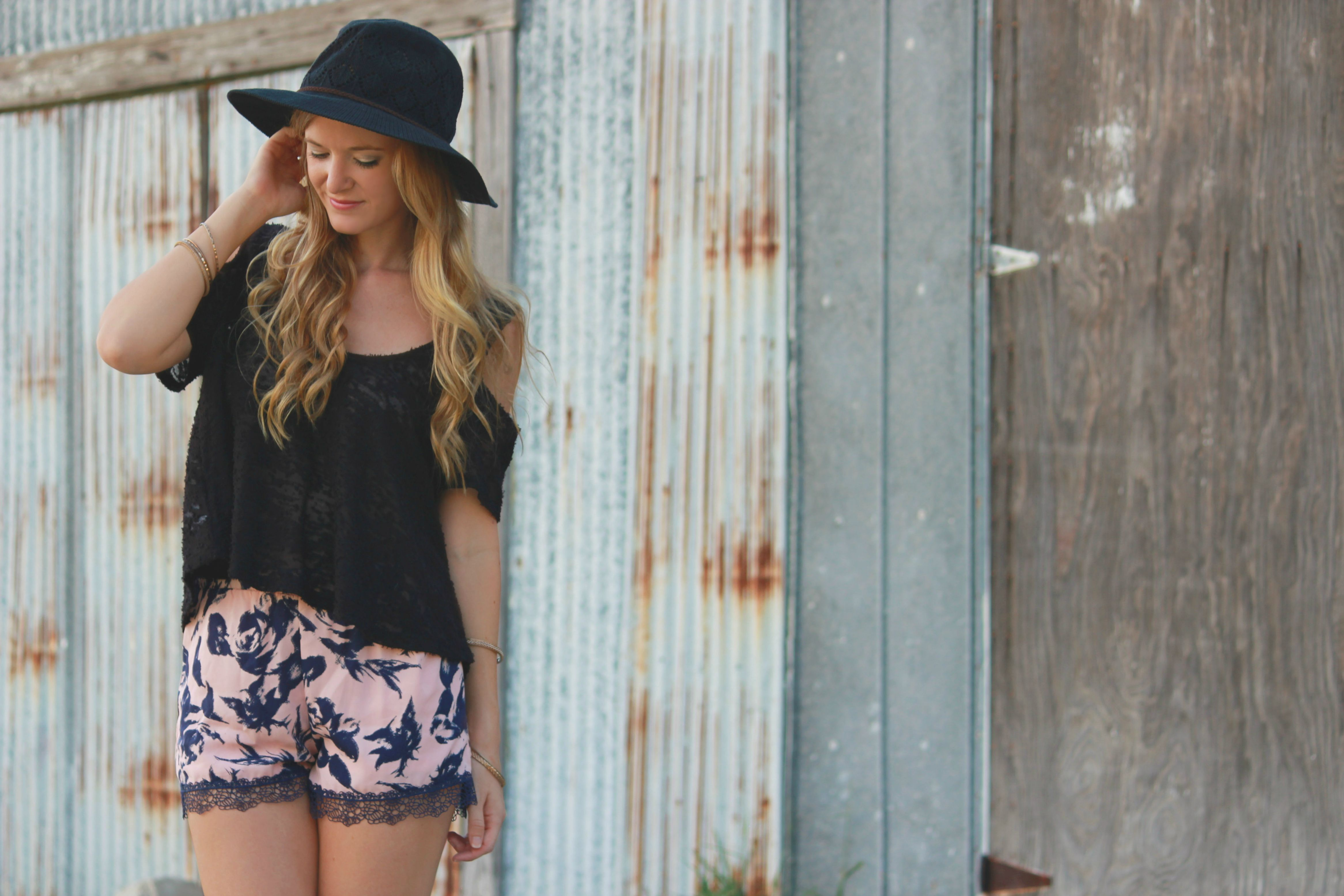 casual boho outfit, boho chic, lounge shorts, lace shorts, minted exchange shorts, forever 21 sandals, free people hat