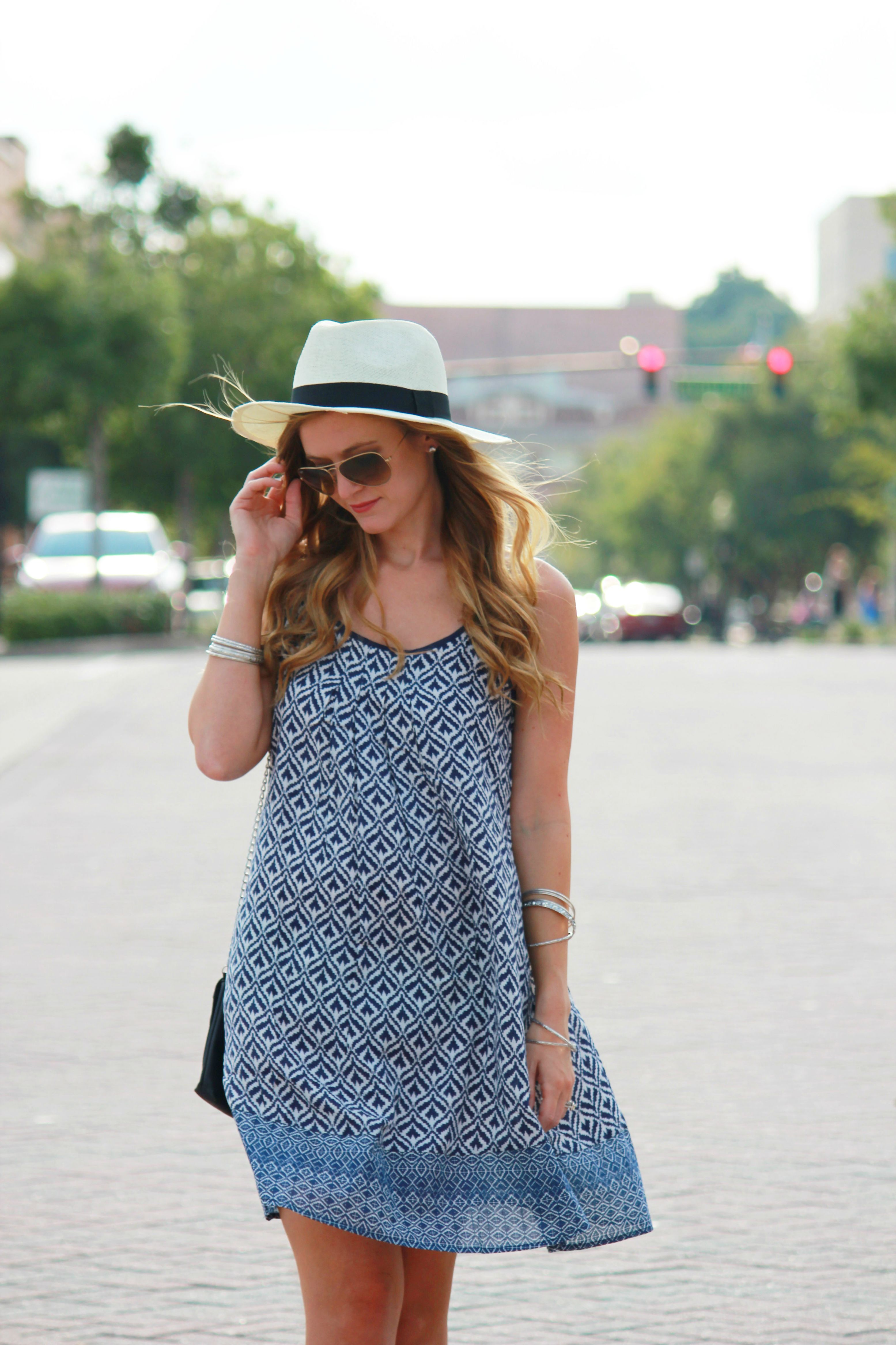 bleue boutique dress, tribal print dress, windsor hat, knee gladiator sandals, silver gladiator sandals, casual summer outfit, casual street style, street fashion,