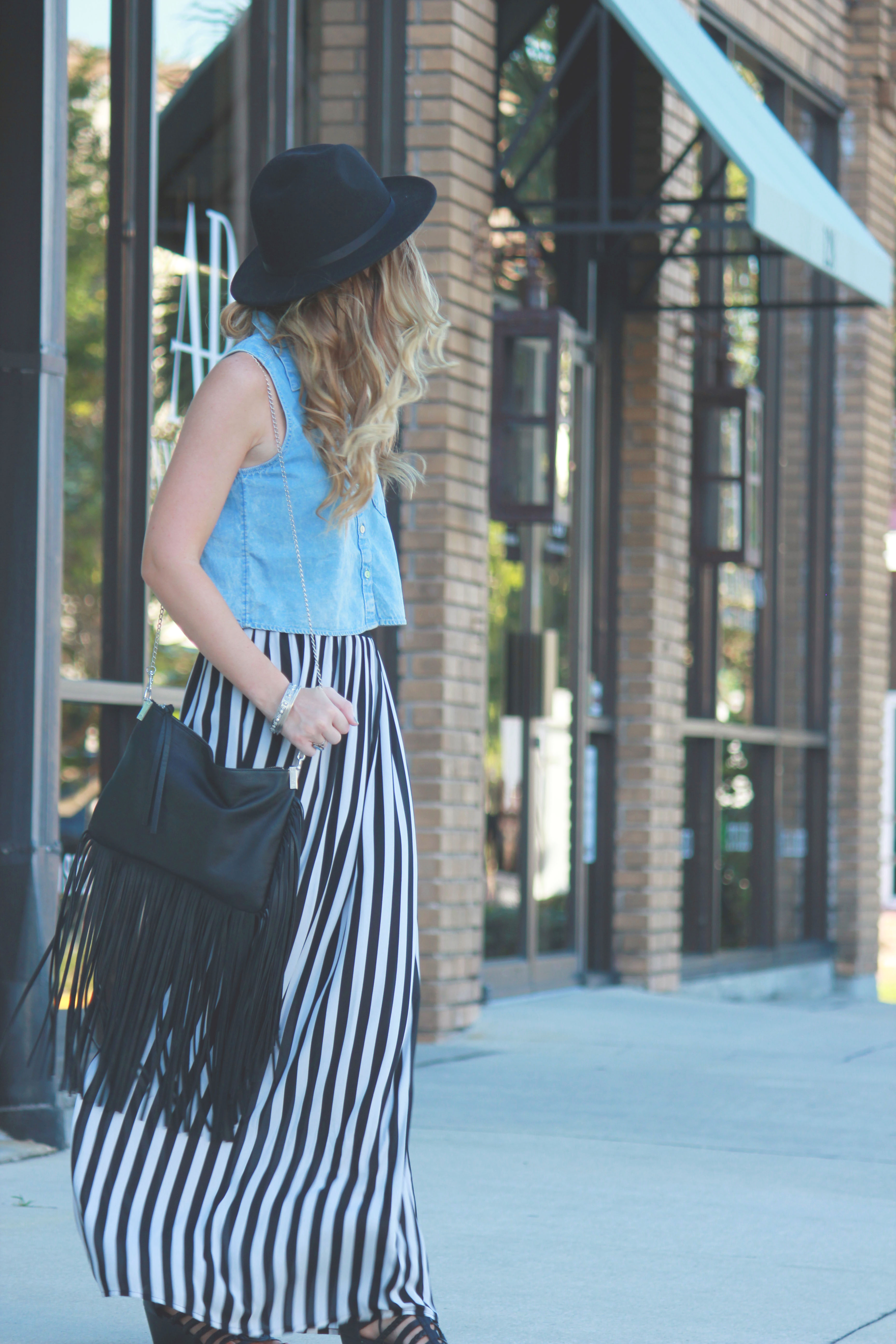 florida fashion blogger styles h&m chambray crop top, forever 21 maxi skirt, fringe purse, and fedora for a casual fall outfit