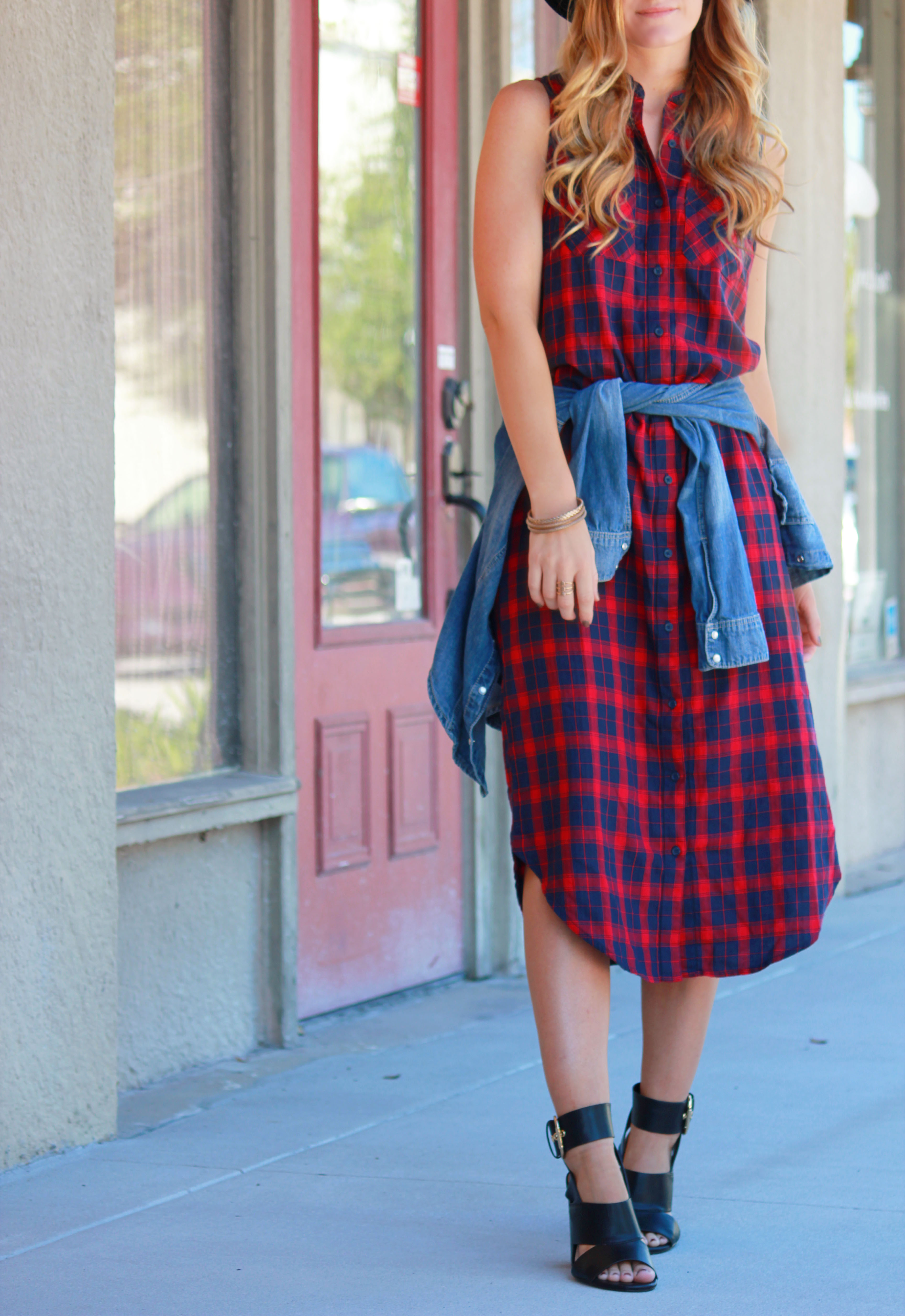 florida/ orlando fashion blogger styling grunge forever 21 plaid dress with chambray shirt around waist for a casual fall outfit