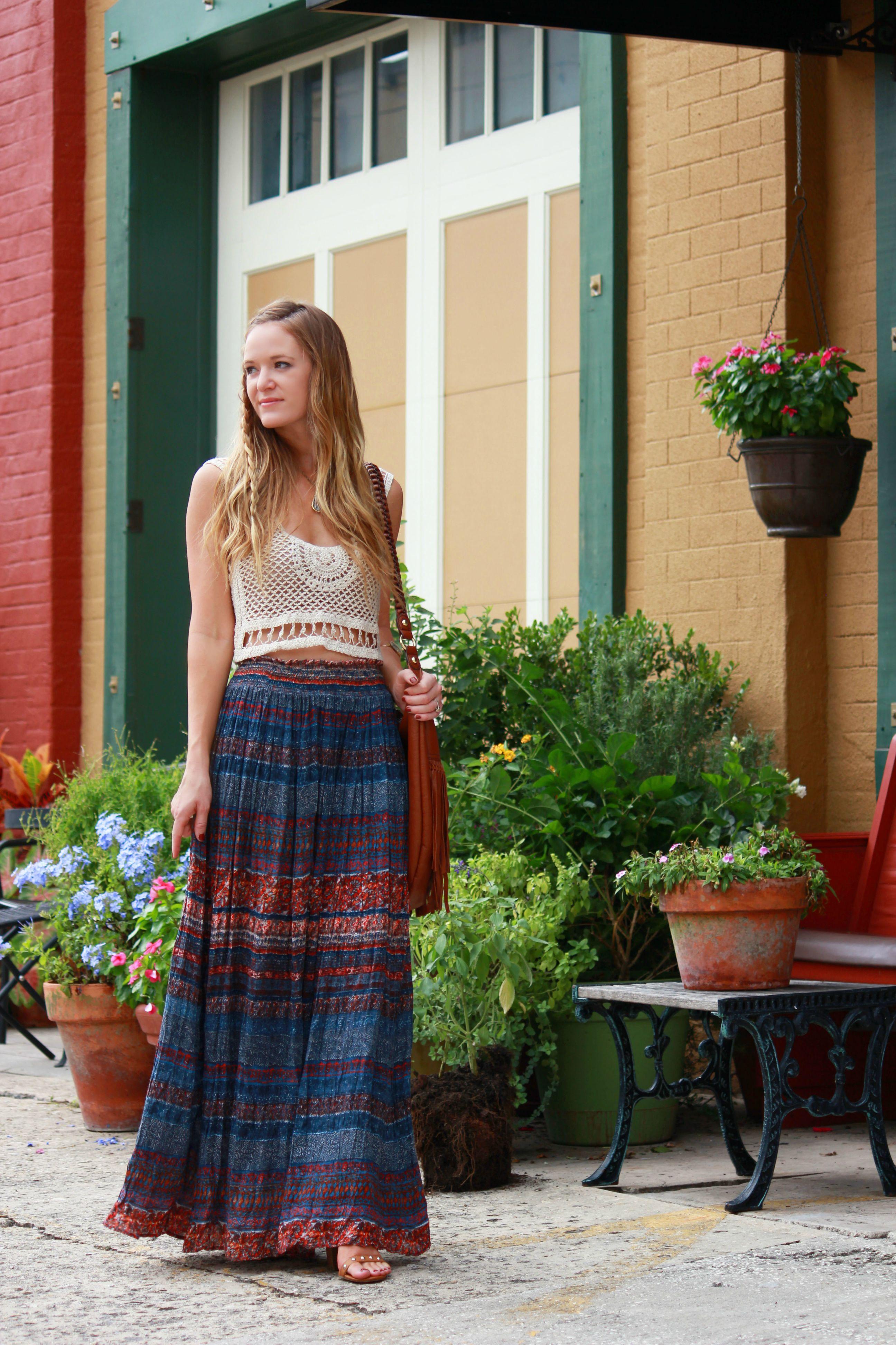 orlando/ florida fashion blog styling windsor crop top, windsor maxi skirt, h&m fringe bag for bohemian casual outfit
