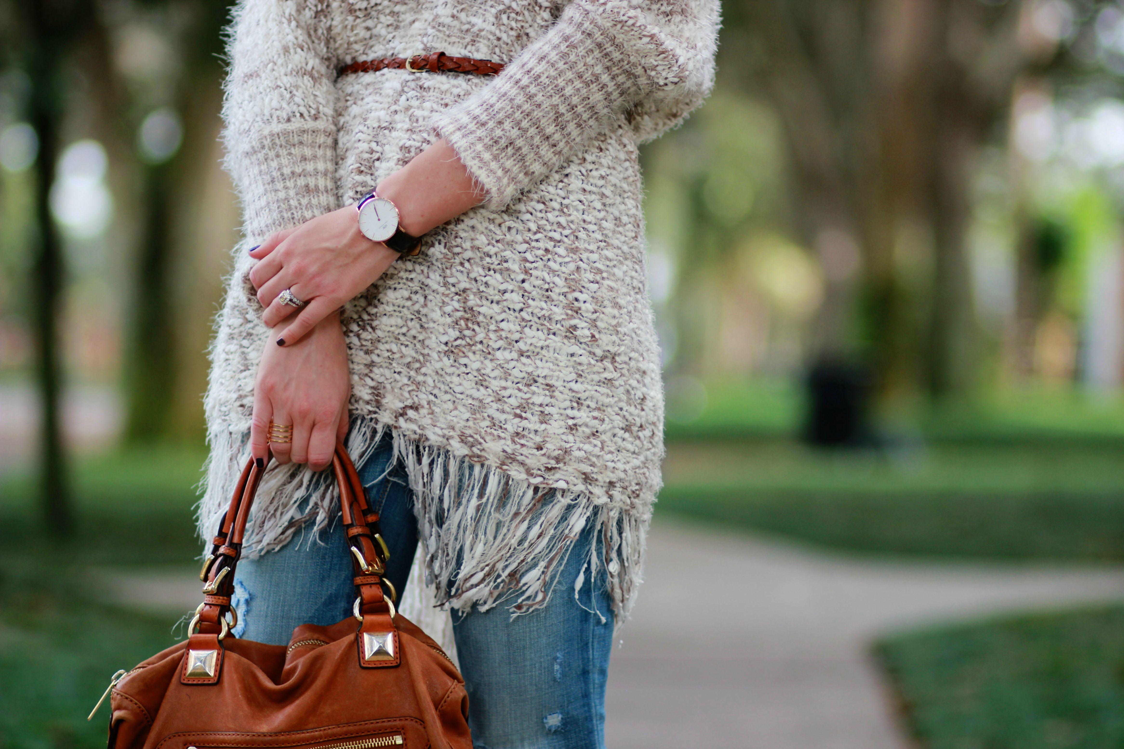 florida, orlando fashion blogger styles sugar love boutiqur fringe poncho with american eagle flared jeans for a casual fall outfit