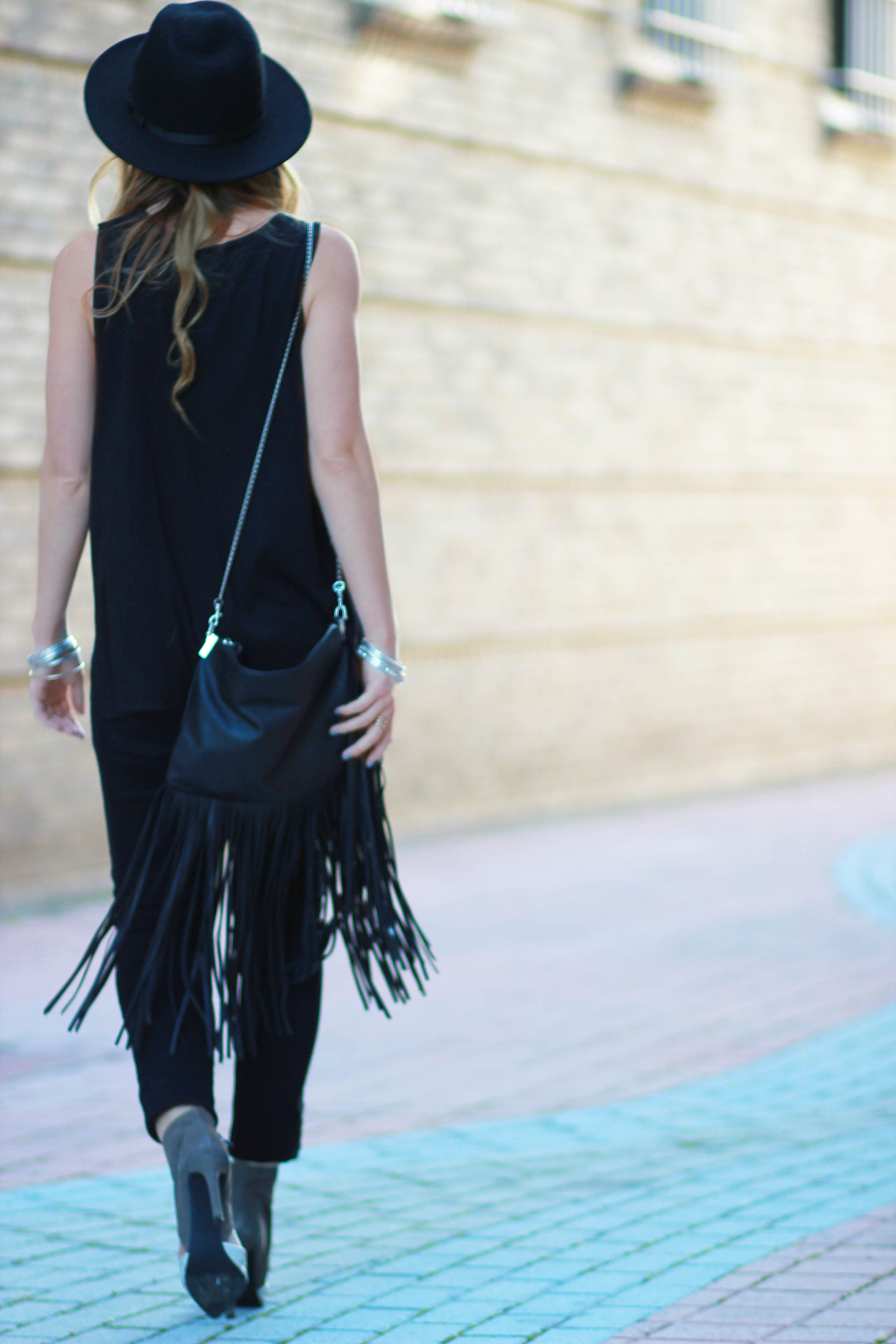 florida, orlando fashion blogger styles qtee graphic tee, black forever 21 jeans and steven madden python heels for a casual all black outfit
