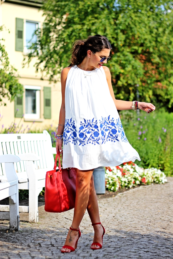 outfit-chicwish-dress-missguided-sandals-prada-bag-ray-ban-mirror-sunglasses-111