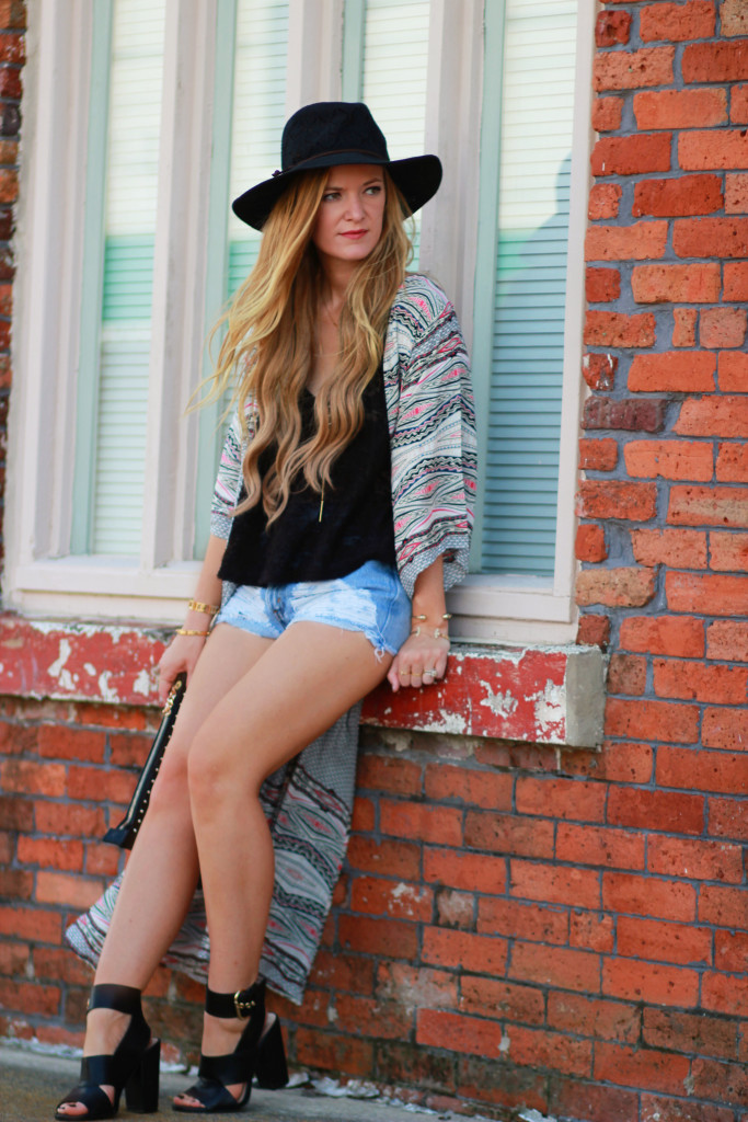 tribal print duster, urban outfitter denim shorts