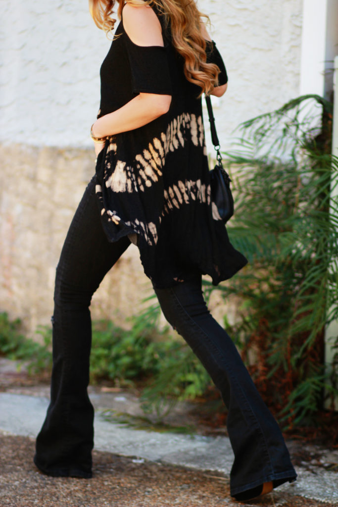 Orlando Florida fashion blog styles Never Naked Boutique tie dyed boho top with Gap black flared jeans, Illesteva mirrored sunglasses for an edgy outfit