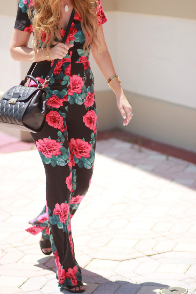 Orlando Florida fashion blog styles Forever 21 Floral open back jumpsuit with Vera Bradley mini Stella satchel and round Ray Ban sunglasses