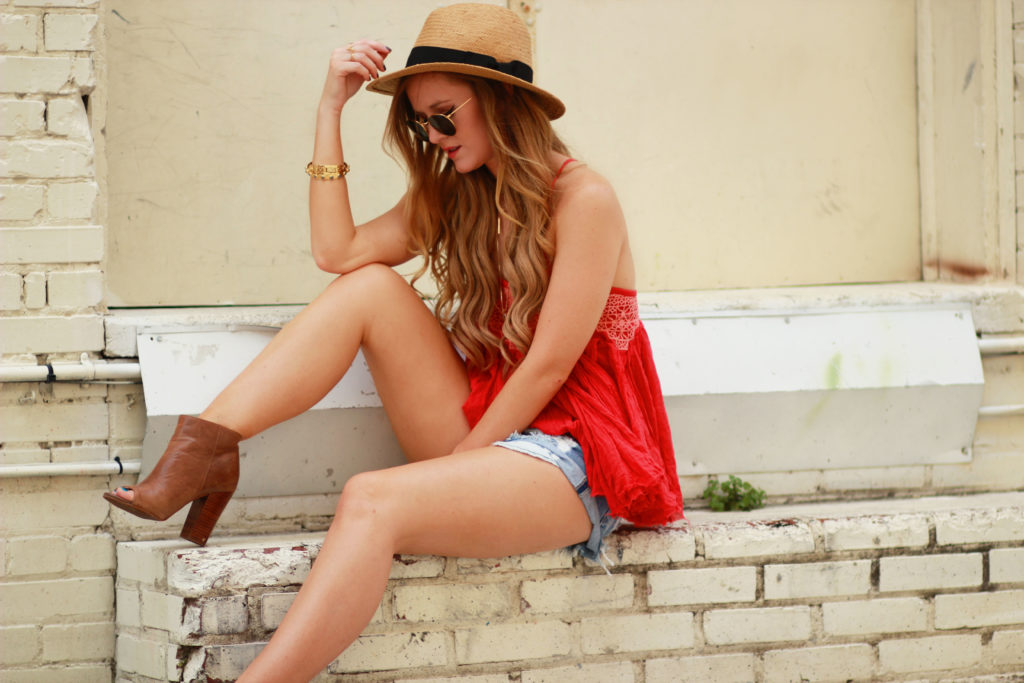Orlando Florida fashion blog styles Free People tank with distressed denim shorts, Zara necklaces, and Ray Ban round sunglasses for casual daytime outfit