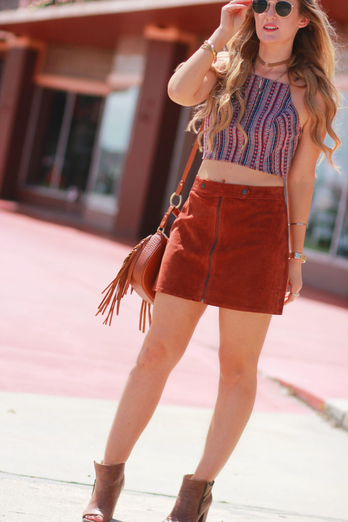 Shannon Jenkins of Upbeat Soles styles a 70's inspired outfit with a Forever 21 suede skirt, patterned BCBG crop top, Sancia bag, and round Ray Ban icons