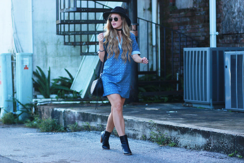 Shannon Jenkins of Upbeat Soles styles a fall transition outfit, suede and chambray shift dress with Sole Society black booties, Rebecca Minkoff saddle bag