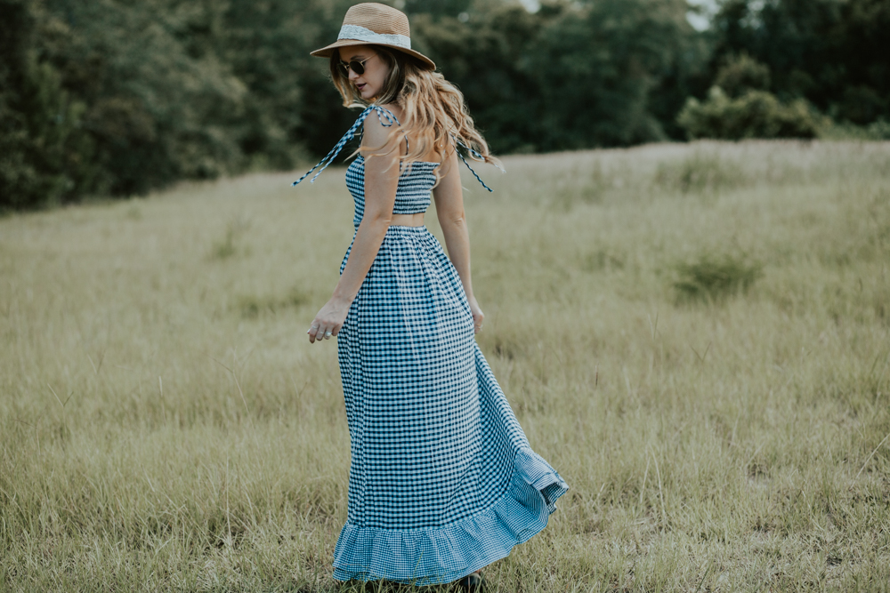 Shannon Jenkins of Upbeat Soles styles the new Kendra Scott 2017 Fall Collection with Shein gingham maxi dress, Hush Puppies sandals, and round Ray Bans