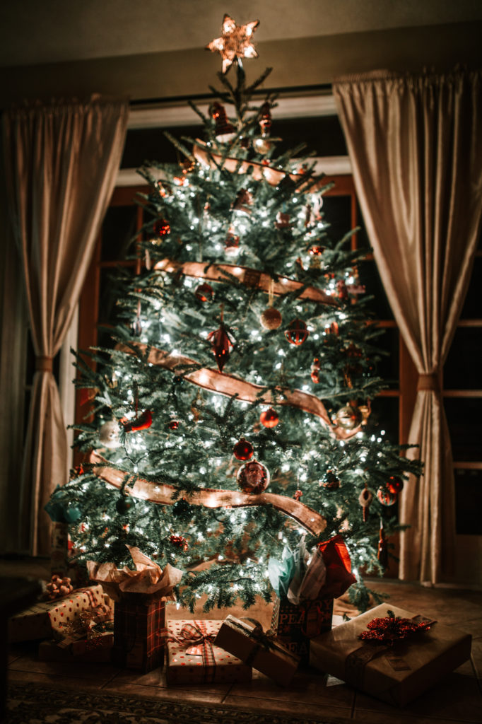 Holiday home decor upbeat soles orlando florida for Sia home fashion christmas decorations