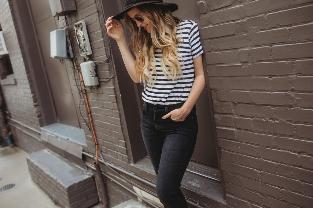 Shannon Jenkins of Upbeat Soles styles a casual weekend outfit with Mott & Bow mom jeans, striped tee, Sam Edelman sandals, and Sancia crossbody bag