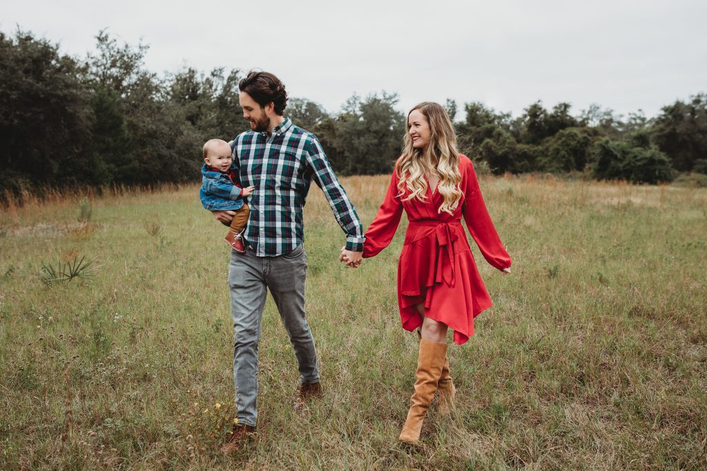 Shannon Jenkins of Upbeat Soles posts her family Christmas pictures with an infant and shows how to style a family for holiday photos