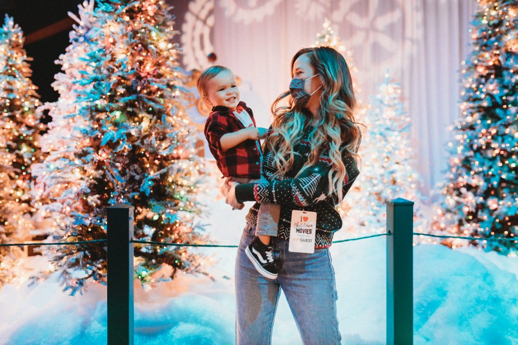 Shannon Jenkins of Upbeat Soles does a review of Christmas at Gaylord Palms 2020 and their new Snow Factory and I Love Christmas Movies